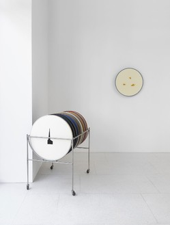Robert Therrien, No title (disc cart II), 2006–08 Cart: stainless steel with plastic; discs: steel with enamel and silkscreen or graphite on each disc, 34 ¾ × 27 × 42 inches (88.3 × 68.6 × 106.7 cm)Photo by Mike Bruce