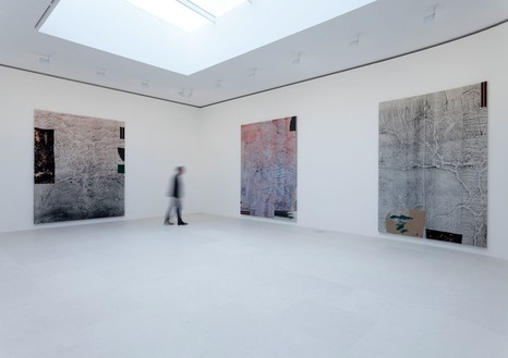 Installation view at Gagosian Gallery Rue de Ponthieu, Paris Artwork © Sterling Ruby Photo by Zarko Vijatovic
