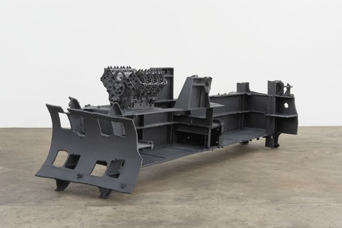Sterling Ruby, DRAG (LONG BLOCK 5503), 2015 Steel, engine blocks, and paint, 54 × 53 ¼ × 174 inches (137.2 × 135.3 × 442 cm)© Sterling Ruby, photo by Robert Wedemeyer