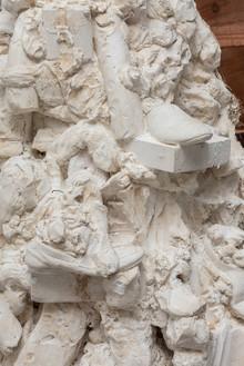 THOMAS HOUSEAGO Medusa Head, 2015 Tuf-Cal, hemp and iron rebar 93 × 58 × 71 inches (236.2 × 147.3 × 180.3 cm) Plaster original, ed. of 3, photo by Fredrik Nilsen *Detail view 2