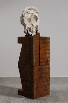 THOMAS HOUSEAGO Algol Head, 2015 Tuf-Cal, hemp, iron rebar, and redwood 77 × 20 × 19 1/2 inches (195.6 × 50.8 × 49.5 cm) Plaster original, ed. of 3, photo by Fredrik Nilsen *View 2