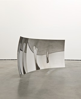 Anish Kapoor, Vertigo, 2006 (view 2) Stainless steel, 88 9/16 × 189 × 23 ⅝ inches (225 × 480 × 60 cm), edition of 3 + 1 AP© Anish Kapoor, photo by Dave Morgan