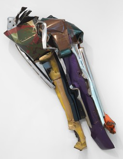John Chamberlain, Chamouda, 1975 Painted and chrome-plated steel, 87 × 44 × 26 inches (221 × 111.8 × 66 cm)© 2016 Fairweather & Fairweather LTD/Artists Rights Society (ARS), New York