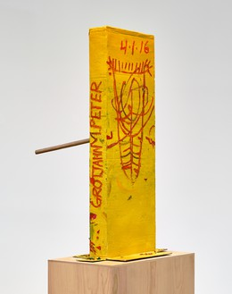 Mark Grotjahn, Untitled (Yellow Cosco VII Mask M40.o), 2016 Painted bronze, 59 ½ × 33 ¼ × 36 ½ inches (151.1 × 84.5 × 92.7 cm)© Mark Grotjahn. Photo: Douglas M. Parker Studio