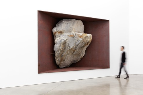 Michael Heizer, Fragment A, 2016 Granitic rock and weathering steel, 113 ¼ × 172 ½ × 83 ½ inches (287.7 × 438.2 × 212.1 cm)© Michael Heizer. Photo: Fredrik Nilsen
