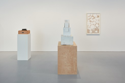 Installation view Artwork, left to right: © Jasper Johns/Licensed by VAGA, New York, © Cy Twombly Foundation