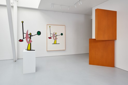 Installation view Artwork, left to right: © Estate of Roy Lichtenstein, © Robert Therrien