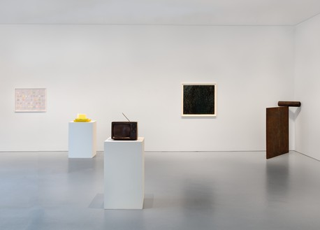 Installation view Artwork, left to right: © Rachel Whiteread, © Joe Bradley, © Richard Serra