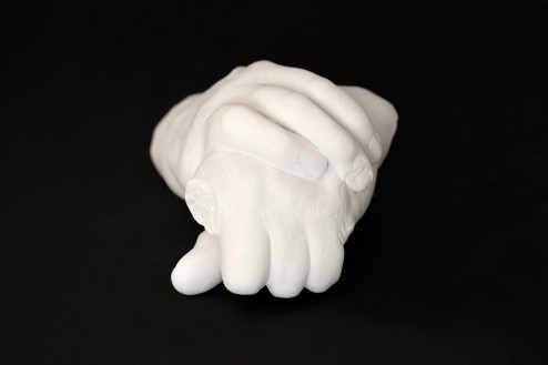 Douglas Gordon, Exhibit A, 2016 Carrara marble, 6 ¼ × 4 ¾ × 6 ¼ inches (16 × 12 × 16 cm)© Studio lost but found/VG Bild-Kunst, Bonn 2017. Photo: Katharina Kiebacher, Studio lost but found