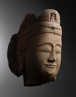 Monumental head of Avalokitesvara, Northern Qi dynasty (550–577) to Sui dynasty (581–618), Shanxi province Stone, height: 39 ⅜ inches (100 cm)Photo: Frédéric Dehaen, Studio Roger Asselberghs