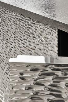 Peter Marino, Deep Water Box, 2017 (detail) Silvered bronze, 39 ⅜ × 44 ⅞ × 15 ¾ inches (100 × 114 × 40 cm), edition of 8 + 4 AP© Peter Marino Architect. Photo: Manolo Yllera