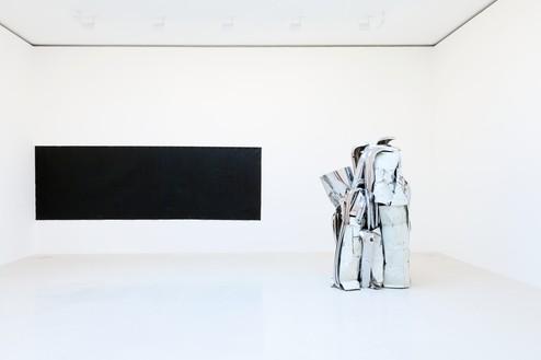 Installation view Artwork, left to right: © Richard Serra/Artists Rights Society (ARS), New York, © 2018 Fairweather & Fairweather LTD/Artists Rights Society (ARS), New York. Photo: Zarko Vijatovic