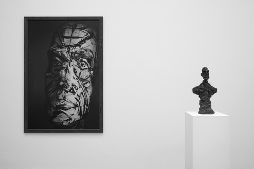 Installation view Artwork, left to right: © Peter Lindbergh, © Succession Alberto Giacometti (Fondation Giacometti + ADAGP), Paris 2017. Photo: Lucy Dawkins