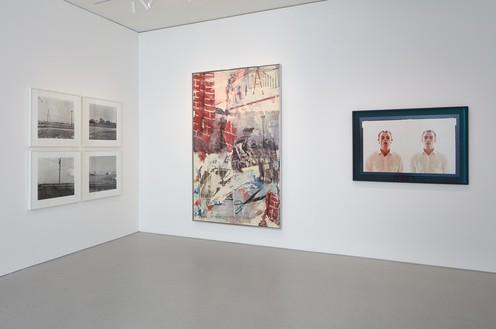 Installation view Artwork, left to right: © Ed Ruscha, © Robert Rauschenberg Foundation/Licensed by VAGA, New York, © Studio lost but found/VG Bild-Kunst, Bonn 2018. Photo: Johnna Arnold