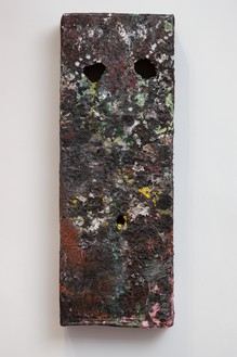 Mark Grotjahn, Untitled (Moss on Rock Heavy Texture Mask M16.d), 2012 Painted bronze, 43 ½ × 16 × 5 ¼ inches (110.5 × 40.6 × 13.3 cm)© Mark Grotjahn
