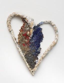 Sterling Ruby, HEART (RWB. 86), 2017 Ceramic, 24 ¼ × 19 ½ × 3 inches (61.6 × 49.5 × 7.6 cm)© Sterling Ruby Studio
