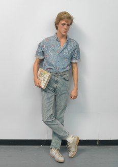 Duane Hanson, High School Student, 1990 Autobody filler polychromed in oil and mixed media with accessories, 72 × 24 × 17 inches (182.9 × 61 × 43.2 cm)© Estate of Duane Hanson/Licensed by VAGA, New York