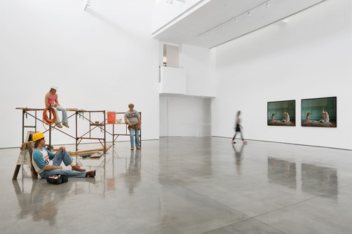 Installation view Artwork, left to right: © 2018 Estate of Duane Hanson/Licensed by VAGA at Artists Rights Society (ARS), New York; © Sharon Lockhart. Photo: Jeff McLane