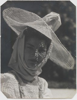 Man Ray, Juliet au chapeau de soleil, 1943 Vintage gelatin silver print, 9 ¾ × 7 ½ inches (24.8 × 19.1 cm)© Man Ray Trust/Artists Rights Society (ARS), New York/ADAGP, Paris 2018
