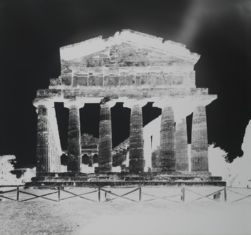 Vera Lutter, Temple of Athena, Paestum, XIII: October 13, 2015, 2015 Gelatin silver print, 52 ¾ × 58 ¾ inches (134 × 149.2 cm), unique print© Vera Lutter