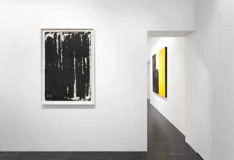 Installation view Artwork, left to right: © 2019 Richard Serra/Artists Rights Society (ARS), New York; © Joe Bradley