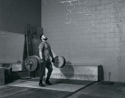 Jeff Wall, Weightlifter, 2015 Gelatin silver print, 94 ⅛ × 118 ⅜ inches (239 × 300.5 cm)© Jeff Wall