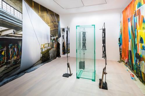 Installation view Artwork, left and right: © Katharina Grosse and VG Bild-Kunst Bonn, 2019; center: © Tatiana Trouvé. Photo: Andreas Zimmermann
