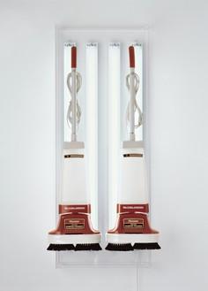 Jeff Koons, New Hoover Deluxe Shampoo Polishers, 1980 Two shampoo polishers, acrylic, and fluorescent lights, 56 × 22 × 15 inches (142.2 × 55.9 × 38.1 cm)© Jeff Koons
