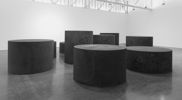 Richard Serra, Nine, 2019 Forged steel, nine rounds, 7 feet × 6 feet 4 ¾ inches diameter (213.4 × 194.9 cm), 6 feet 6 inches × 6 feet 7 ¾ inches diameter (198.1 × 202.6 cm), 6 feet × 6 feet 11 inches diameter (182.9 × 210.8 cm), 5 feet 6 inches × 7 feet 2 inches diameter (167.6 × 218.4 cm), 5 feet × 7 feet 7 inches diameter (152.4 × 231.1 cm), 4 feet 6 inches × 8 feet diameter (137.2 × 243.8 cm), 4 feet × 8 feet 6 inches diameter (121.9 × 259.1 cm), 3 feet 6 ½ inches × 9 feet diameter (108 × 274.3 cm), 3 feet 2 ¼ inches × 9 feet 6 inches diameter (97.2 × 289.6 cm)© 2019 Richard Serra/Artists Rights Society (ARS), New York. Photo: Rob McKeever