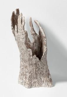 Setsuko, Souvenir d'une vie 2, 2015–16 Enameled terra-cotta, 27 ½ × 15 ¾ × 15 ¾ inches (70 × 40 × 40 cm)© Setsuko