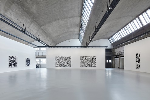 Installation view Artwork © Archives Simon Hantaï/ADAGP, Paris. Photo: Thomas Lannes