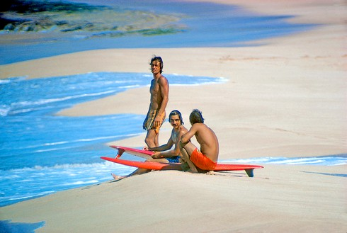 Herbie Fletcher, Gerry Lopez, and Barry Kanaiaupuni, Sunset Beach, Hawaii, 1971 Photo: Jeff Divine, courtesy Fletcher Family Archive