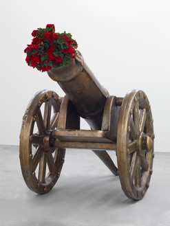 Jeff Koons, Toy Cannon, 2006–12 Bronze and live flowering plants, 72 × 121 ¼ × 59 ⅜ inches (182.9 × 307.8 × 150.7 cm), edition of 3 + 1 AP© Jeff Koons