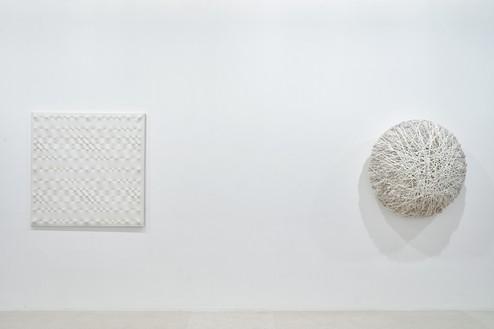Installation view Artwork, left to right: © Enrico Castellani/ADAGP, Paris, 2020; © Atelier Sheila Hicks. Photo: Thomas Lannes