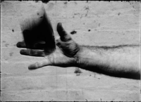 Richard Serra, Hand Catching Lead, 1968 (still) 16mm film, black and white, silent, 3 min., Circulating Film and Video Library, Museum of Modern Art, New York© 2020 Richard Serra/Artists Rights Society (ARS), New York
