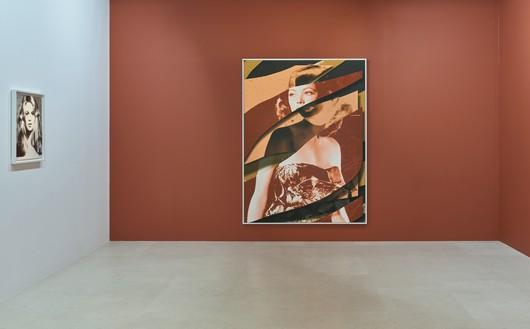 Installation view Artwork, left to right: © 2020 The Richard Avedon Foundation, © Urs Fischer. Photo: Thomas Lannes