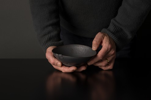 Edmund de Waal, winter pot (B10), 2020 Porcelain and lead, 2 ⅝ × 6 ½ × 6 ½ inches (6.5 × 16.5 × 16.5 cm)© Edmund de Waal. Photo: Alzbeta Jaresova