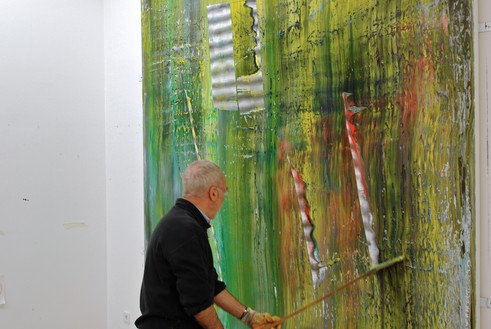 Gerhard Richter working on one of his Cage paintings, Cologne, Germany, 2006 Artwork © Gerhard Richter 2020 (05102020). Photo: © Hubert Becker