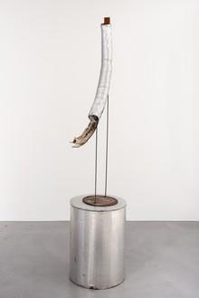 Rudolf Polanszky, Tube Sculpture, 2009 Aluminium tube, resin, acrylic, acrylic glass, and mirror foil on metal stand with metal table, 96 ¼ × 38 × 20 ½ inches (244.3 × 96.5 × 52 cm)© Rudolf Polanszky. Photo: Jorit Aust
