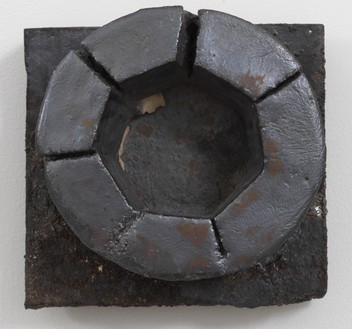 Theaster Gates, Brick Reliquary – Circle, 2020 Wood-fired brick, wood ash, magnesium dioxide, and black stain, 12 × 12 × 6 ½ inches (30.5 × 30.5 × 16.5 cm)© Theaster Gates. Photo: Rob McKeever