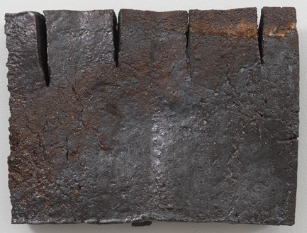 Theaster Gates, Brick Reliquary – Fringed Rectangle, 2020 Wood fired brick, wood ash, magnesium dioxide, and black stain, 16 × 12 × 3 inches (40.6 × 30.5 × 7.6 cm)© Theaster Gates. Photo: Rob McKeever