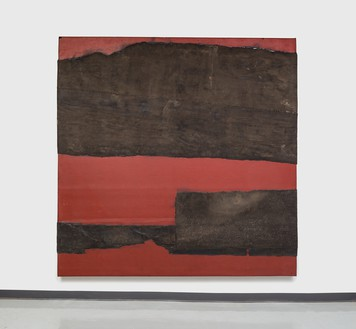 Theaster Gates, Top Heavy, 2020 Industrial oil-based enamel, rubber torch down, bitumen, wood, and copper, 108 × 108 inches (274.3 × 274.3 cm)© Theaster Gates. Photo: Jacob Hand
