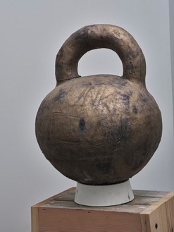 Theaster Gates, Vessel #7, 2020 Glazed high-fired stoneware, 26 × 20 × 20 inches (66 × 50.8 × 50.8 cm)© Theaster Gates. Photo: Rob McKeever