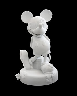 Damien Hirst, Mickey, 2017 Carrara marble, 37 ⅝ × 23 ⅛ × 21 ⅞ inches (95.5 × 58.8 × 55.4 cm), edition of 3 + 2 AP© Damien Hirst and Science Ltd. All rights reserved, DACS 2021. Photo: Lucio Ghilardi/Prudence Cuming Associates