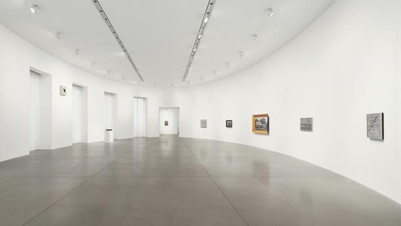 Installation view Artwork © 2021 The Estate of Richard Artschwager/Artists Rights Society (ARS), New York. Photo: Matteo D'Eletto, M3 Studio
