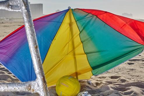 Roe Ethridge, Beach Umbrella with Life Guard Stand, 2020 Dye sublimation print on aluminum, 40 × 60 inches (101.6 × 152.4 cm), edition 1/5 + 2 AP© Roe Ethridge