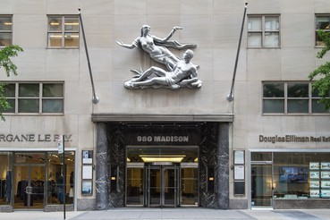 A photograph of the outside of the Gagosian location 980 Madison Avenue, New York