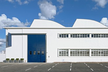 A photograph of the outside of the Gagosian location Le Bourget