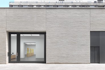 A photograph of the outside of the Gagosian location Grosvenor Hill, London