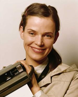 Roe Ethridge, Nancy with Polaroid, 2003/2006 © Roe Ethridge